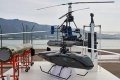 El abejón ruso se demuestra en el área de exposición en la costa del Mar Negro en el aparcamiento foto de archivo