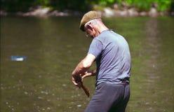 El abuelo coge un pescado Foto de archivo libre de regalías