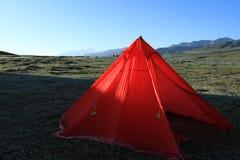 El acampar foto de archivo