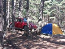 El acampar con poco coche Fotos de archivo