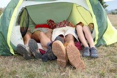 El acampar de la familia Fotos de archivo libres de regalías