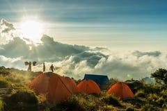 El acampar de la montaña Foto de archivo libre de regalías