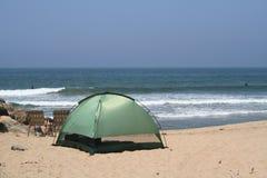 El acampar de la playa Fotos de archivo libres de regalías