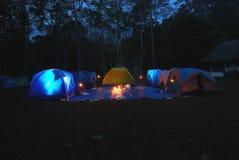 El acampar de la tienda fotos de archivo libres de regalías