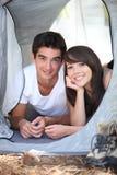 El acampar de los adolescentes Imágenes de archivo libres de regalías
