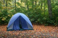 El acampar del otoño Imagen de archivo libre de regalías