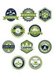El acampar e iconos o insignias del viaje Foto de archivo libre de regalías