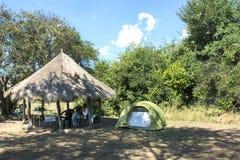 El acampar en África Imagenes de archivo