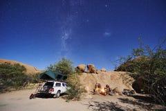 El acampar en desierto Imágenes de archivo libres de regalías