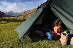 El acampar en el salvaje Imágenes de archivo libres de regalías