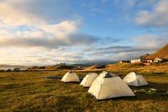 El acampar en Islandia Fotografía de archivo