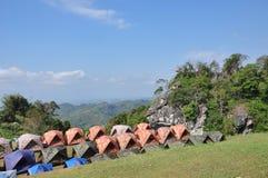 El acampar en la colina Imagen de archivo