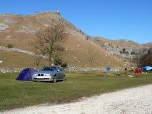 El acampar en la ensenada de Malham fotografía de archivo