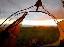 El acampar en la playa Imagen de archivo libre de regalías