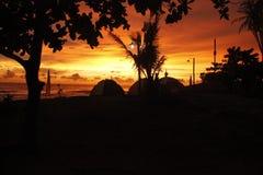 El acampar en la playa Imagen de archivo