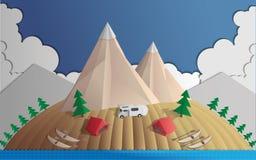 El acampar en las montañas Fotos de archivo