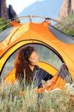 El acampar en las montañas rocosas Imagen de archivo
