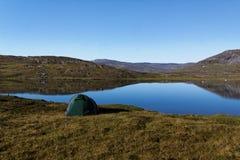 El acampar en Sarek Imagen de archivo libre de regalías