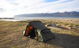 El acampar salvaje en el Westfjords Imagen de archivo libre de regalías