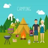 El acampar y concepto al aire libre de la reconstrucción con viaje que acampa plano Imagen de archivo