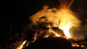 El acampar y fuego Fotos de archivo libres de regalías