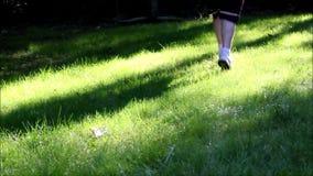 El activar a través de la hierba alta 1