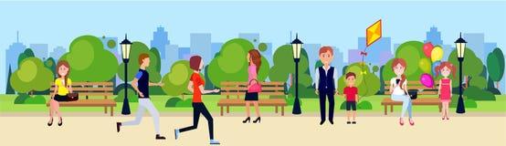 El active de la gente del parque público relaja árboles verdes corrientes de ciclo de madera del césped del banco al aire libre q Foto de archivo