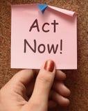 El acto ahora observa para inspirar y para motivar Imágenes de archivo libres de regalías