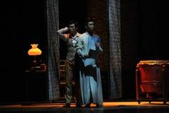 El acto de dos hermanos- en segundo lugar de los eventos del drama-Shawan de la danza del pasado Imagenes de archivo