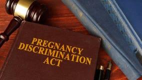 El acto de la discriminación del embarazo imágenes de archivo libres de regalías