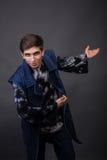 El actor joven en un fondo oscuro Fotografía de archivo libre de regalías