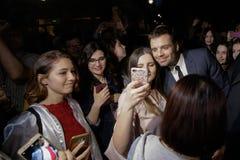 El actor nacido rumano Sebastian Stan resuelve sus fans Foto de archivo libre de regalías