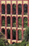 El acueducto viejo nombró a El Puente del Aguila en Nerja, Costa del Sol, España Imagen de archivo