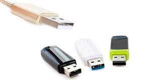 El adaptador USB y tarjeta de memoria Flash Imagen de archivo
