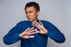 El adolescente afroamericano enfadado es asqueado Foto de archivo libre de regalías