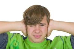 El adolescente cierra los oídos Foto de archivo libre de regalías