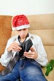 El adolescente comprueba la cartera Foto de archivo libre de regalías