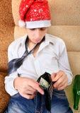El adolescente comprueba la cartera Fotos de archivo