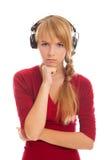 El adolescente de la muchacha en auriculares mira a la cámara Fotos de archivo libres de regalías