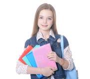 El adolescente de la muchacha se coloca con los libros Imagen de archivo libre de regalías