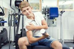 El adolescente del muchacho entra para los deportes Fotografía de archivo