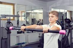 El adolescente del muchacho entra para los deportes Imágenes de archivo libres de regalías