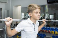 El adolescente del muchacho entra para los deportes Fotos de archivo