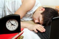 El adolescente duerme después de aprender Fotografía de archivo libre de regalías