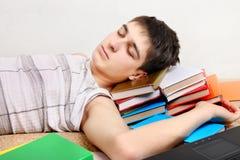 El adolescente duerme en los libros Fotografía de archivo libre de regalías