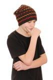 El adolescente en un chaleco negro y un sombrero Fotografía de archivo