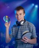 El adolescente escucha la música Imágenes de archivo libres de regalías