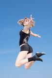 El adolescente está bailando al aire libre Fotos de archivo libres de regalías