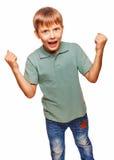 El adolescente feliz emocionado adolescente muestra su mano tan Fotografía de archivo libre de regalías