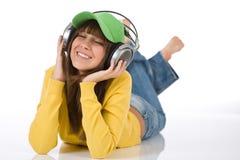 El adolescente femenino feliz disfruta de música Fotografía de archivo libre de regalías